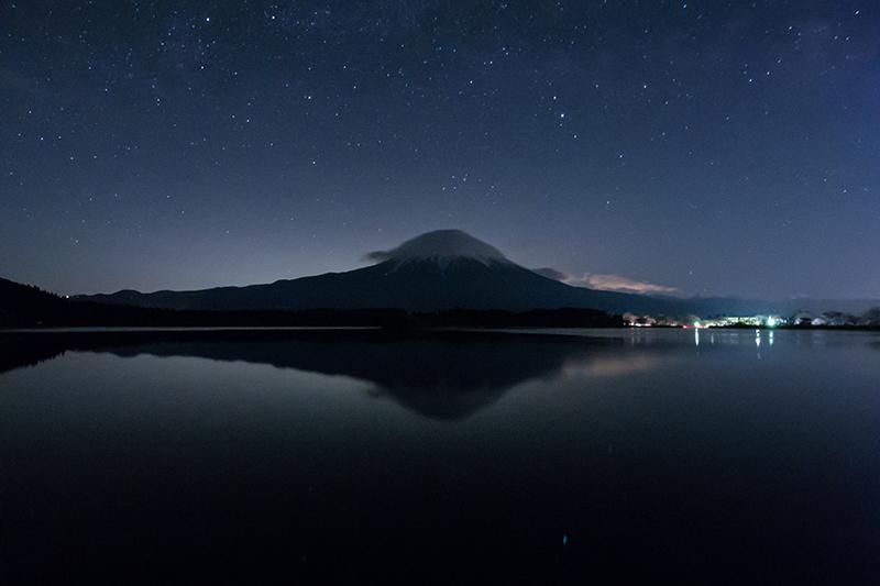 田貫湖と富士と夜空の星空と(Q7)