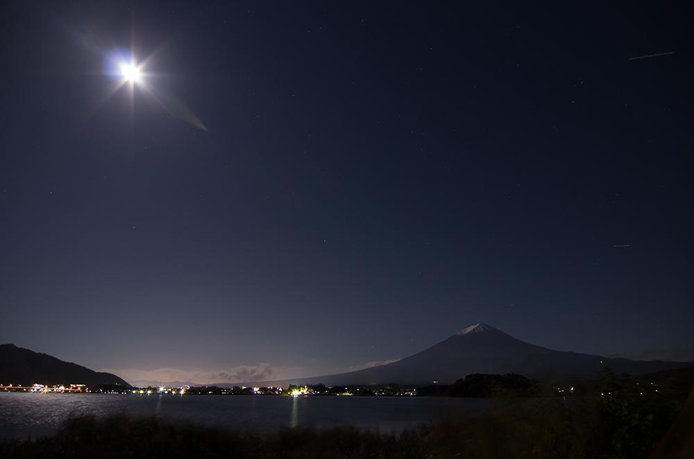 月光降り注ぐ夜富士