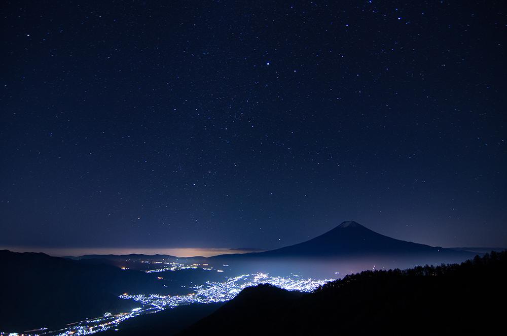 星降る満天の夜空