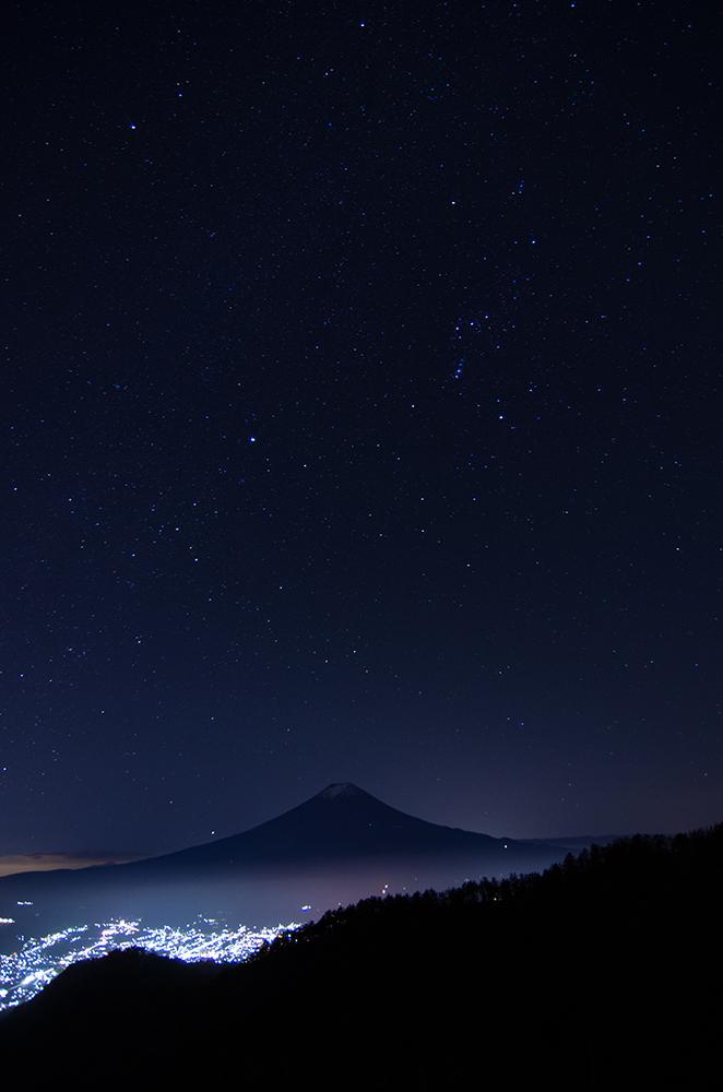 富士山と秋のオリオン座