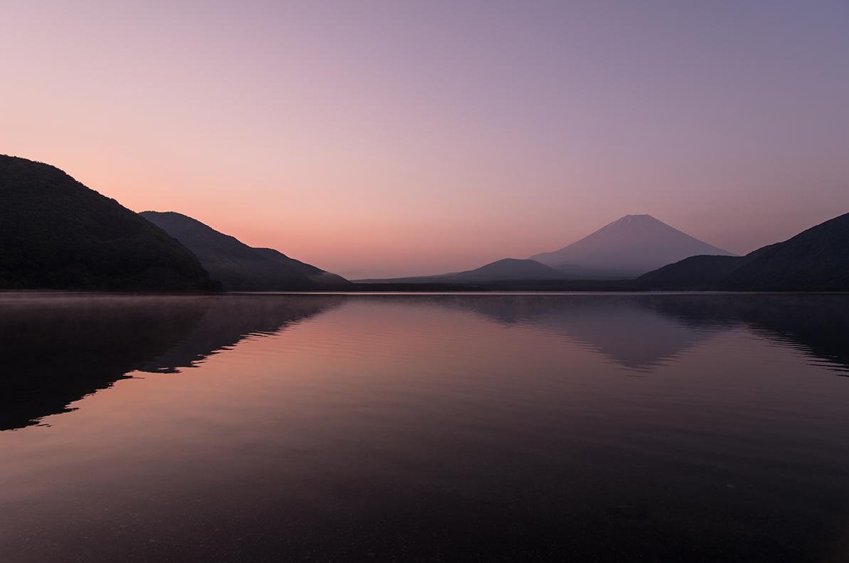 本栖湖からの夜明け