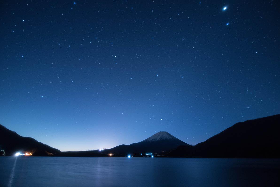 本栖湖の星空を