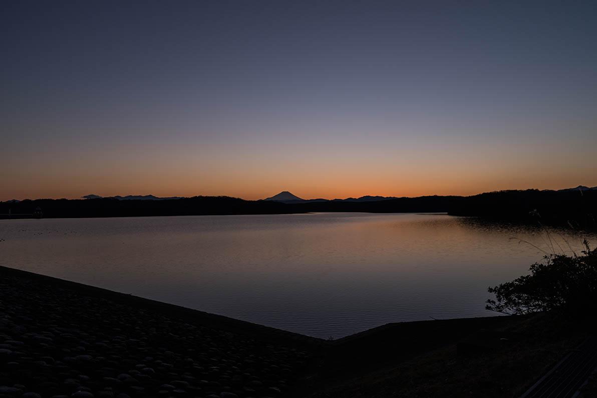 遠景100kmから望む富士