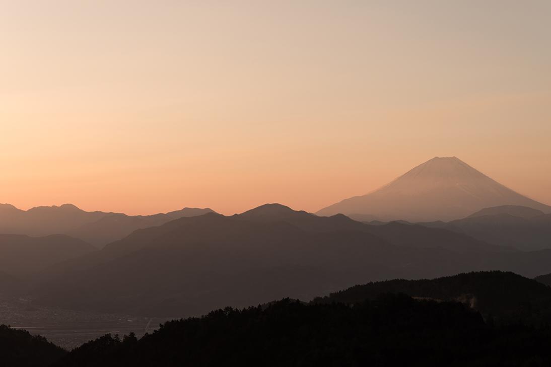 春霞の富士