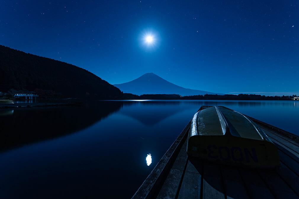 月夜に照らされて