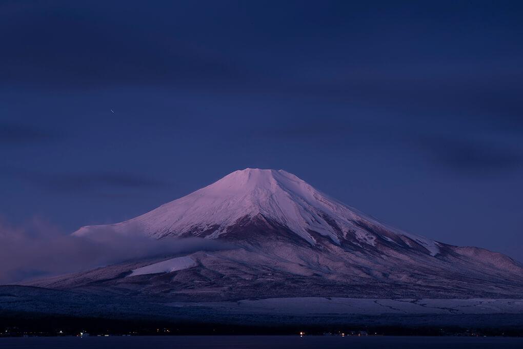 雪化粧の紅富士