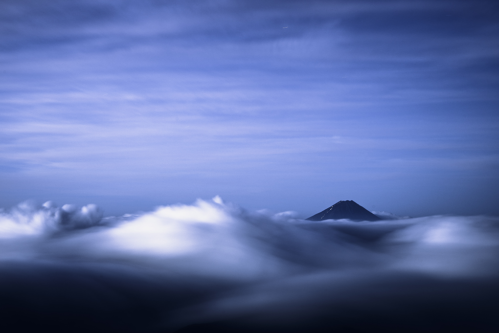 深夜の流雲