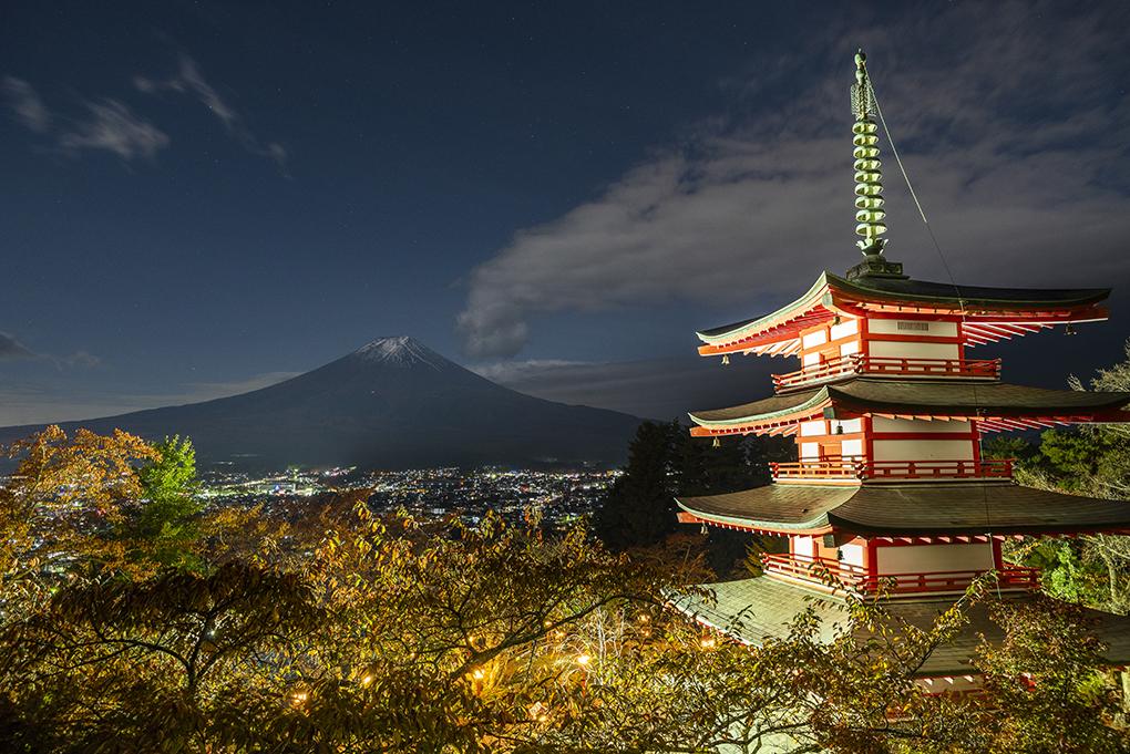 新倉山浅間公園のライトアップ